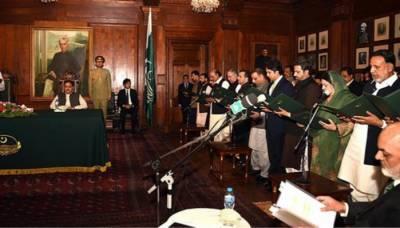لاہور: پنجاب کابینہ میں 10 نئے وزراء شامل کرنے کی حتمی منظوری دے دی گئی، کابینہ میں 4 مشیر اور 5 معاونینِ خصوصی بھی شامل ہوں گے۔