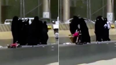 سعودی دارالحکومت میں5خواتین کاسرعام ایک دوسرےپرتشدد