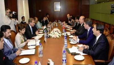 ترک وزیر خارجہ کی شاہ محمود سے ملاقات، وفود کی سطح پر مذاکرات