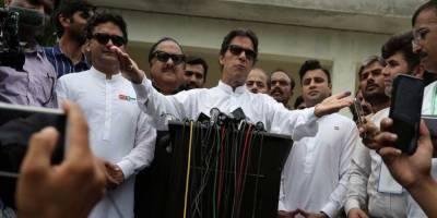 عمران خان کی لاہور آمد، رہائشگاہ کے باہر شہریوں کا احتجاج