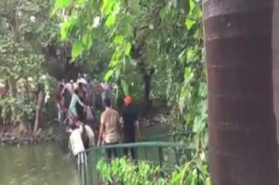 لاہور: گورنر ہاؤس میں جھیل کا پُل ٹوٹ گیا