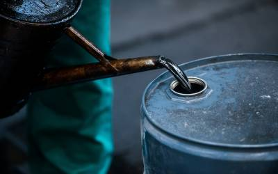 خام تیل کے نرخ4 سال کی بلند ترین سطح پر پہنچ گئے