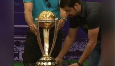 کرکٹ ورلڈ کپ ٹرافی کراچی پہنچ گئی، نیشنل اسٹیڈیم میں تقریب رونمائی