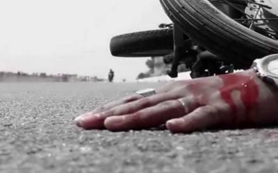 کراچی: ڈالمیا روڈ پر ڈمپر نے موٹرسائیکل سوار کو کچل دیا۔