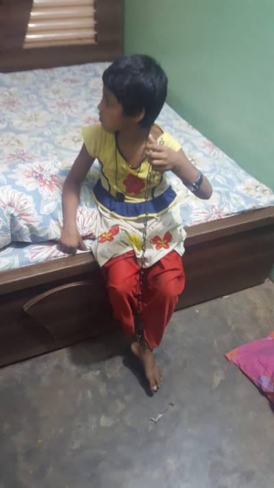 کراچی کے علاقے کورنگی سے ملنے والی نو سالہ بچی یاسمین کو والدین کے حوالے کر دیا گیا