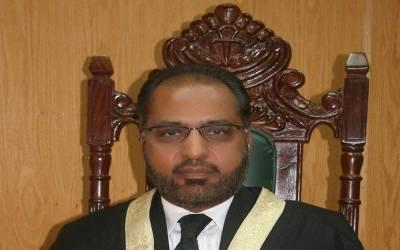معزول جج شوکت عزیز صدیقی کا برطرفی کو چیلنج کرنے کا فیصلہ