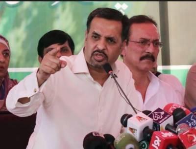 کراچی کے حلقے این اے 243 میں پاک سرزمین پارٹی کے چیئرمین مصطفی کمال نے اپنا ووٹ کاسٹ کیا،