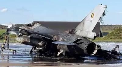 مکینک کی ذرا سی غلطی سے اربوں روپے مالیت کا ایف 16 طیارہ کھڑے کھڑے تباہ
