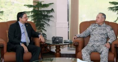 پاک بحریہ کے سربراہ سےڈپٹی چیئر مین سینٹ سلیم مانڈی والا کی ملاقات، میری ٹائم سیکٹر کے پوٹینشنل اور بلیواکانومی پر تبادلہ خیال