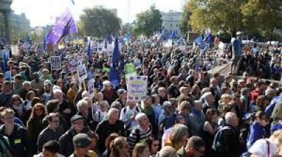 مظاہرین نے یورپی یونین سے علیحدگی کے فیصلے پر نظر ثانی کا مطالبہ کردیا