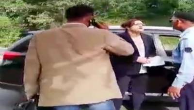 بغیر نمبر پلیٹ والی گاڑی میں ڈپلومیٹک انکلیو میں داخل ہونے کی کوشش سے روکنے پر سیکیورٹی اہلکاروں کو دھمکیاں دینے والی خاتون کو گرفتار کرلیا گیا۔