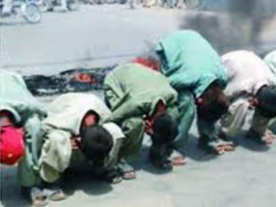 لاہور میں زبردست احتجاج، مظاہرین مرغا بن گئے