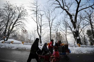 ملک بھر میں سردی کی آمد،پہاڑی علاقوں میں برفباری سے موسم سرد