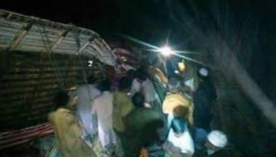 اپرکوہستان میں تھانہ لوٹرکے قریب مسافر کوسٹر گہری کھائی میں گرنے سے17 افراد جاں بحق ہوگئے