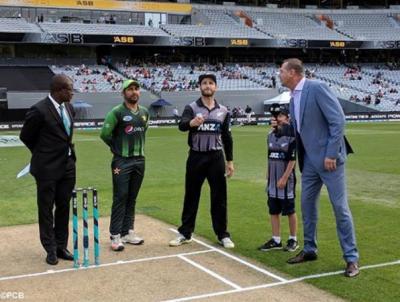 تیسرا ٹی 20، پاکستان کا ٹاس جیت کر بیٹنگ کا فیصلہ -