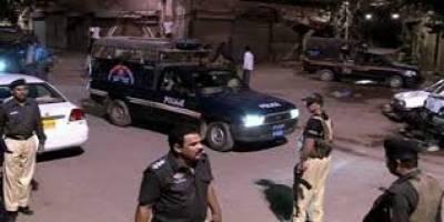 شہرقائد کے مختلف علاقوں میں رات گئے پولیس نے کارروائیاں کرتے ہوئے 10 ملزمان کو گرفتار کرکے اسلحہ آمد کرلیا