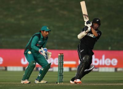 پہلا ون ڈے،نیوزی لینڈ کا پاکستان کو جیت کیلئے 267رنز کا ہدف