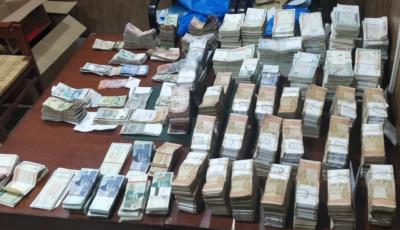 سابق سرکاری افسر کے گھر پر ریڈ میں مبینہ طور پر چھپائے گئے لگ بھگ 33 کروڑ روپے برآمد : نیب