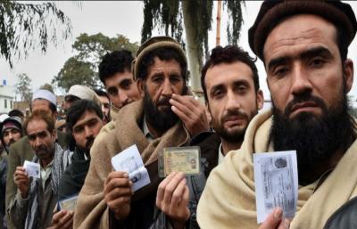 نصف پاکستانی( 52فیصد) افغان مہاجرین کو پاکستانی شہریت دینا پسند نہیں کرتے، گیلپ سروے