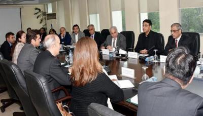 حکومت غریب افراد کو سماجی تحفط اور روزگار دینے کا عزم کیے ہوئے ہے، اسد عمر