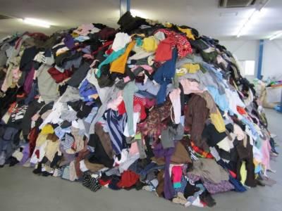 پرانے اور غیرضروری کپڑوں کو ریشوں(فائبرز) میں بدل کر انہیں ٹائلوں اور دیوار کے ٹھوس پینلوں میں تبدیل کرنے کا کامیاب