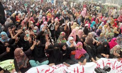 سپریم کورٹ لاہور رجسٹری کے باہر لیڈی ہیلتھ ورکرز کا احتجاج