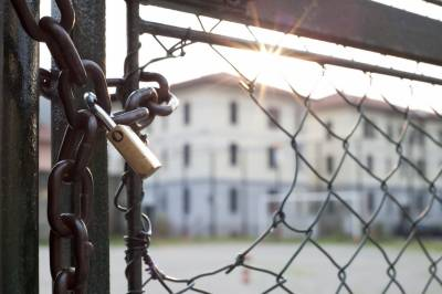 نماز کے دوران انڈونیشیا میں 113 قیدی جیل سے فرار