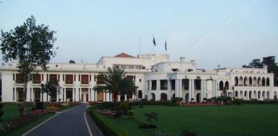 وزیراعظم عمران خان کا گورنر ہاس پنجاب کی دیواریں گرانے کا حکم:فیاض الحسن