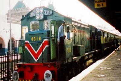 'ڈالر مہنگا ہوگیا' ریلوے کرائے بڑھانے کا اعلان