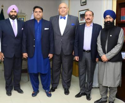 وزیر اطلاعات فواد چودھری سے سکھوں کے وفد کی ملاقات