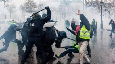 فرانس: مہنگائی کے خلاف احتجاج، وزیراعظم کا 3 ششماہی ٹیکس معطل کرنے کا اعلان