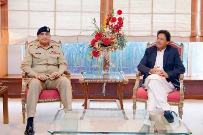وزیراعظم عمران خان سے آرمی چیف جنرل قمر جاوید باجوہ کی ملاقات