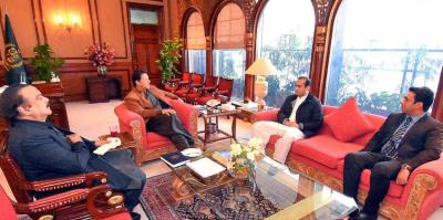 وزیر اعظم سے پی ٹی آئی کے رہنما احمد چٹھہ اور عاطف افتخار چیمہ کی ملاقات