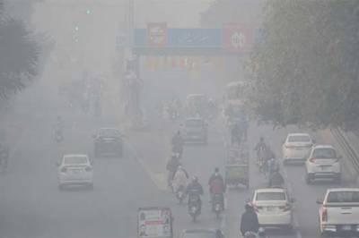 پنجاب دھند کی لپیٹ میں، لاہور سے پنڈی بھٹیاں اور فیصل آباد تک موٹروے بند