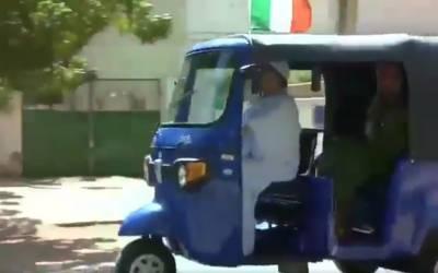 سوڈان میں تعینات اطالوی سفیر کی آٹو رکشہ چلانے کی ویڈیو وائرل ہو گئی