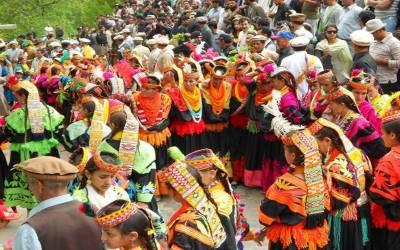 کیلاش قبیلے کا سالانہ تہوار چھومس شروع ہوگیا، بڑی تعداد میں ملکی اور غیرملکی سیاحوں کی آمد