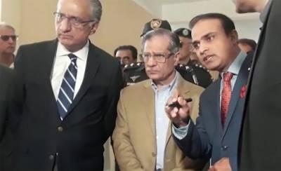 چیف جسٹس پاکستان ثاقب نثارمٹھی پہنچ گئے،سول ہسپتال کا دورہ۔مریضوں کی عیادت