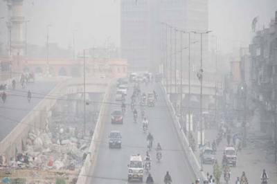 پنجاب میں دھند کا راج، ٹریفک کی روانی متاثر، کئی جگہ حد نگاہ صفر