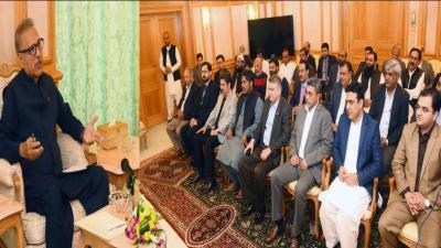 پاکستان میں غیر ملکی سرمایہ کاروں کو اپنی طرف متوجہ کرنے کے لئے پاکستان میں ایک مثر سرمایہ کاری نظام فراہم کر رہے ہیں، ڈاکٹر عارف علوی