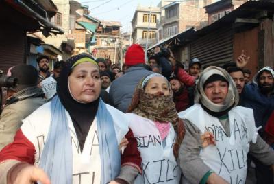 کشمیری بھارتی فوج کے خلاف کفن پہن کر باہر نکل آئے مشعال ملک