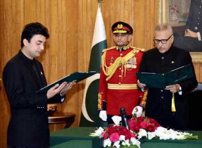 مراد سعید نے وفاقی وزیر مواصلات کی حیثیت سے حلف اٹھالیا