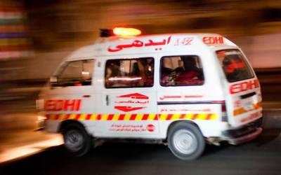 کراچی: ٹرالر کی ٹکر سے موٹر سائیکل سوار 2 افراد جاں بحق، فائرنگ سے اہلکار زخمی