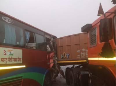 بھارت میں نیپالی دوستی بس حادثے کا شکار، 24 افراد زخمی
