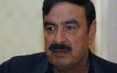 پی آئی اے پرواز کی تاخیر سے شیخ رشید پریشان
