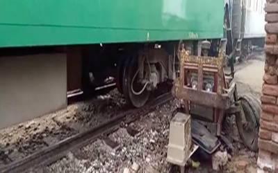 ٹرین ٹریکٹر ٹرالی سے ٹکرا گئی، ایک شخص جاں بحق