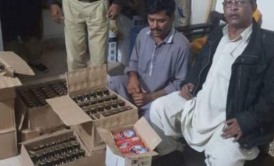 کراچی:پولیس کی کارروائی،شراب سے بھری گاڑی پکڑی گئی