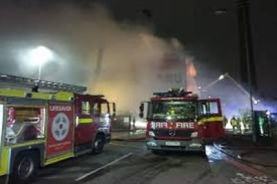 لندن: گودام میں ہولناک آتشزدگی