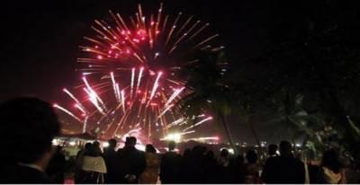نئے سال کا استقبال کرنے کیلئے بحریہ ٹاؤن لاہور میں آتش بازی کا شاندار مظاہرہ