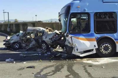 ساہیوال: بس نے کار کو ٹکر مار دی، 3 افراد جاں بحق، 4 شدید زخمی