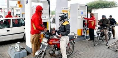 کراچی میں اب موٹرسائیکل سوارکوبغیرہیلمٹ پیٹرول نہیں ملےگا